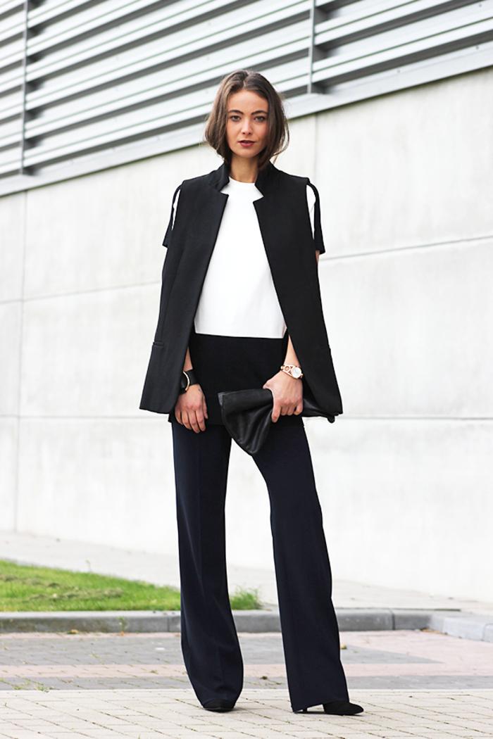 silhouette élégante aux lignes épurées avec un smoking femme en noir blazer sans manches et pantalon fluide