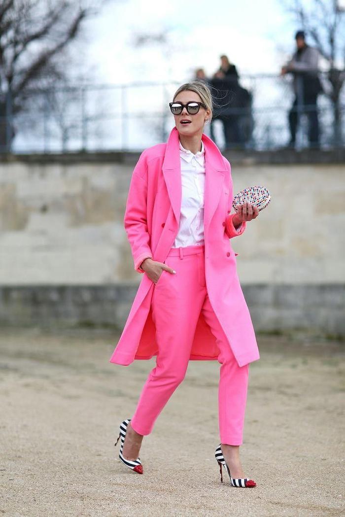 tenue classe femme en couleur rose bonbon