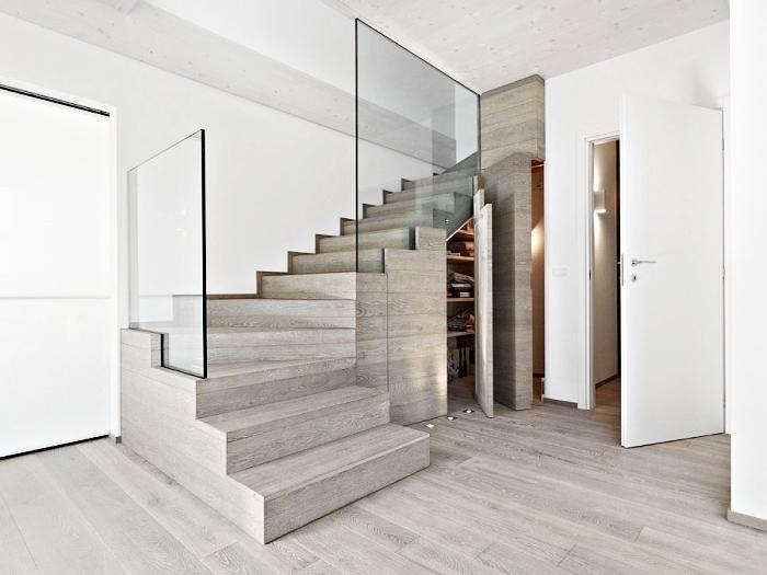 garde-robe en bois stratifié pour un rangement sous escalier, modèle d'escalier moderne en bois et verre