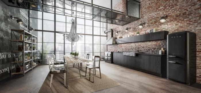 décoration de style loft industriel avec grandes fenêtres surdimensionnées et murs en briques rouges, cuisine incorporée