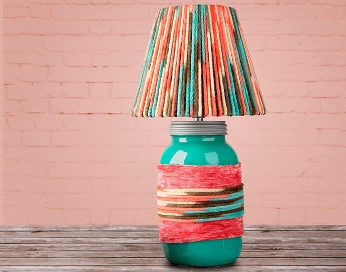 modèle de lampe diy customisée avec fil de laines colorées en peinture aquarelle orange et vert turquoise