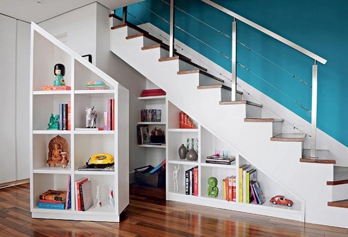 quelle couleur pour le couloir, comment combiner le bleu avec le blanc dans l'intérieur, armoire sous pente