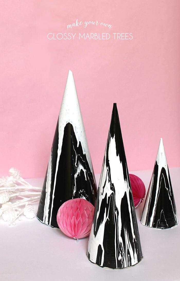 modèle d'accessoire décoratif en forme d'arbre blanc et noir, projet créatif facile à faire