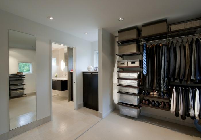 petit dressing ikea avec boites de rangement, peinture murale blanche, grand miroir