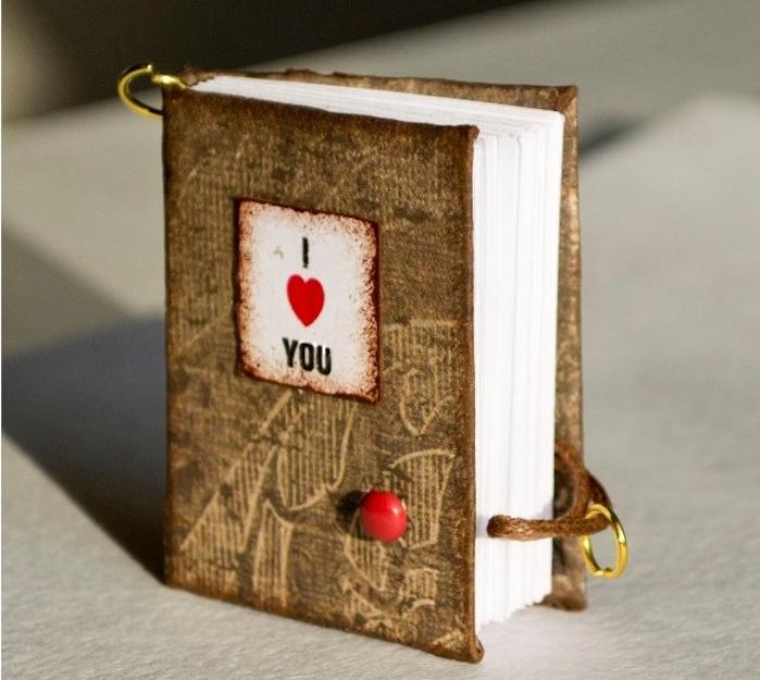cadeau pour sa meilleure amie ou pour sa copine, petit livret de poche avec des raisons pour aimer qqn, idée cadeau st valentin
