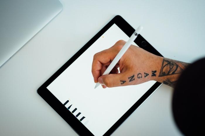 Quel tatouage bras homme ou tatouage bras femme magna triangle avec oeil symbole tatouage