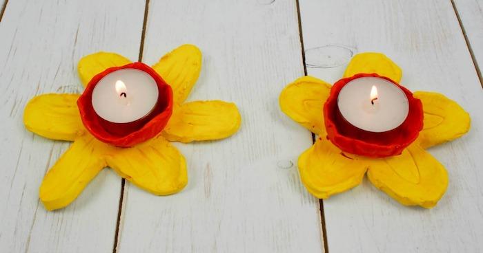 pate fimo facile projet pour créer des bougeoirs en forme de jonquilles avec centre rouge et bougie dedans