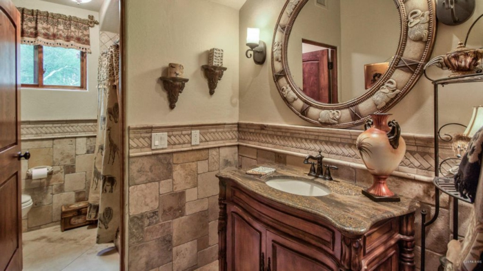 1001 id es d co pour la salle de bain travertin for Miroir mural salle de bain