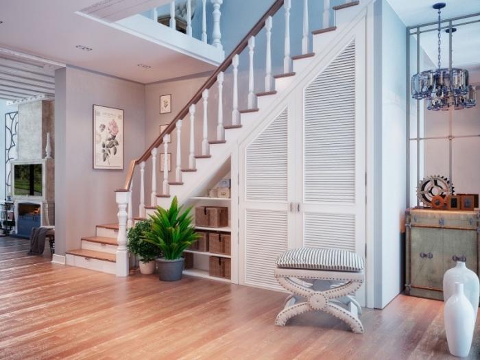 escalier blanc et bois avec meuble sous pente, garde-robe sous pente aux portes blanches et bois