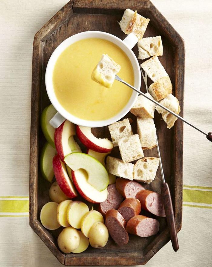 un plat saint valentin de fondue au fromage idéal pour une soirée cosy en amoureux
