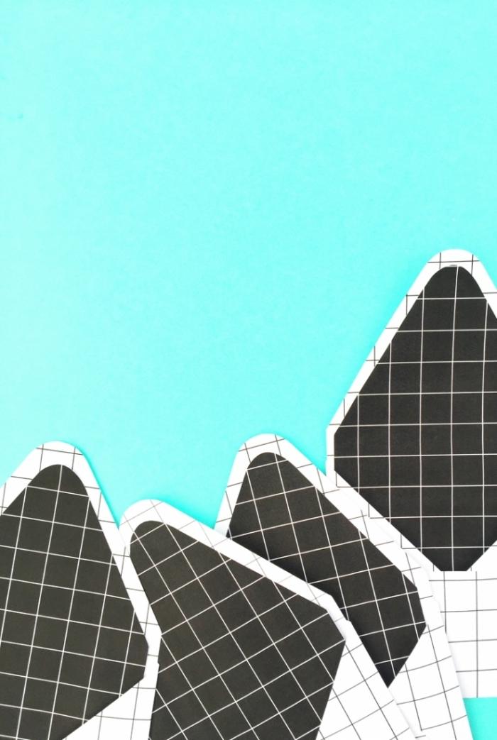 modèle d'enveloppe DIY fabriqué da papier blanc et noir à design carré, activité facile pour apprendre le pliage