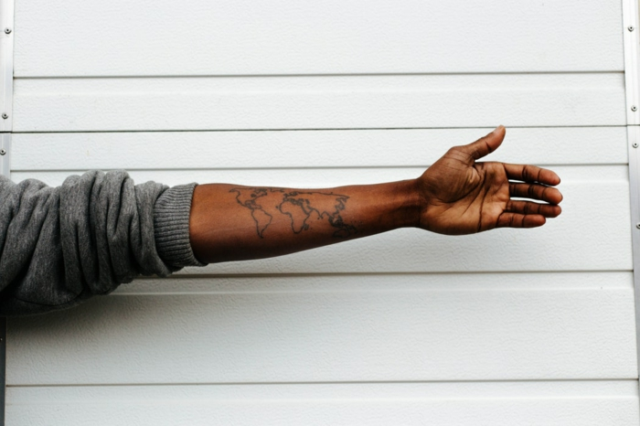 Tatouage avant bras femme tatouage femme avant bras plan du monde