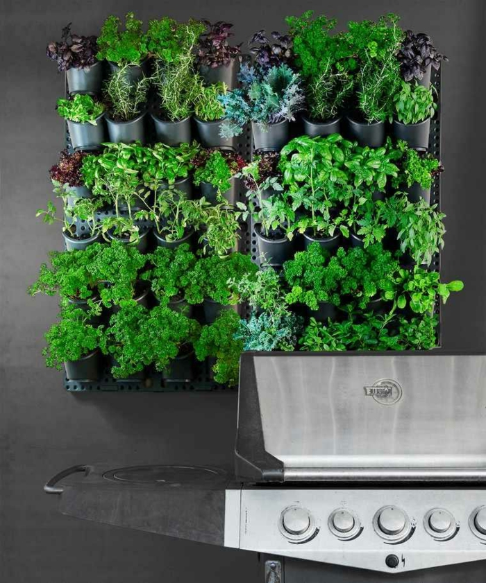 sac de plantation verticale, poches noires, mur végétalisé style simple et préfabriqué