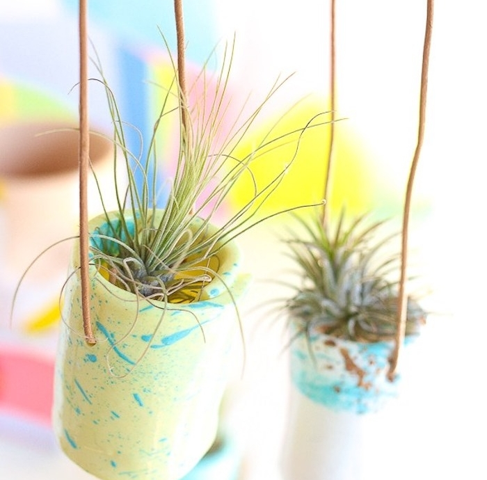 porte plante suspendu en pâte polymère, idée pate fimo création originale avec plante verte à l intérieur