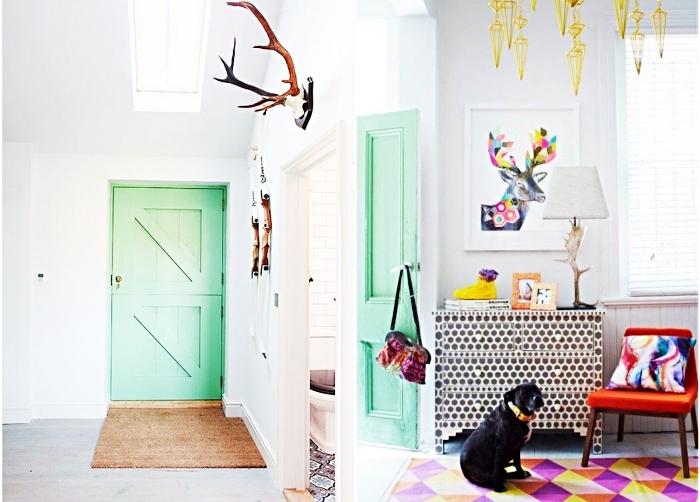 idée déco pour la chambre ado avec peinture vert pastel sur la porte, tapis à design géométrique en orange et violet