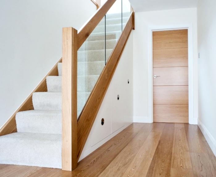 1001 astuces pour optimiser l 39 espace limit avec un placard sous escalier. Black Bedroom Furniture Sets. Home Design Ideas