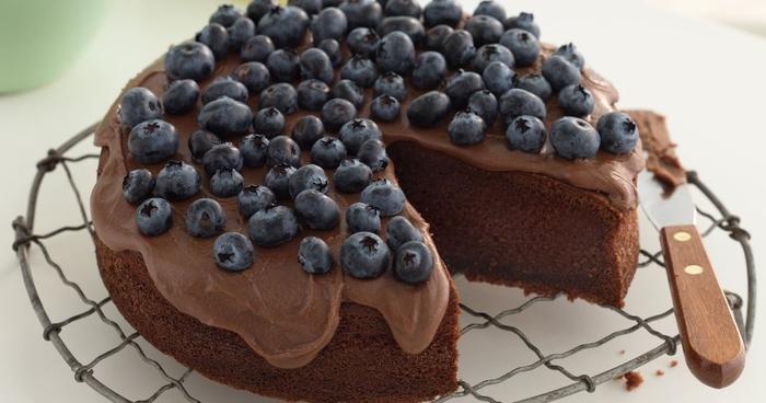 recette de gateau au chocolat rapide et facile au glaçage au beurre chocolat et myrtilles