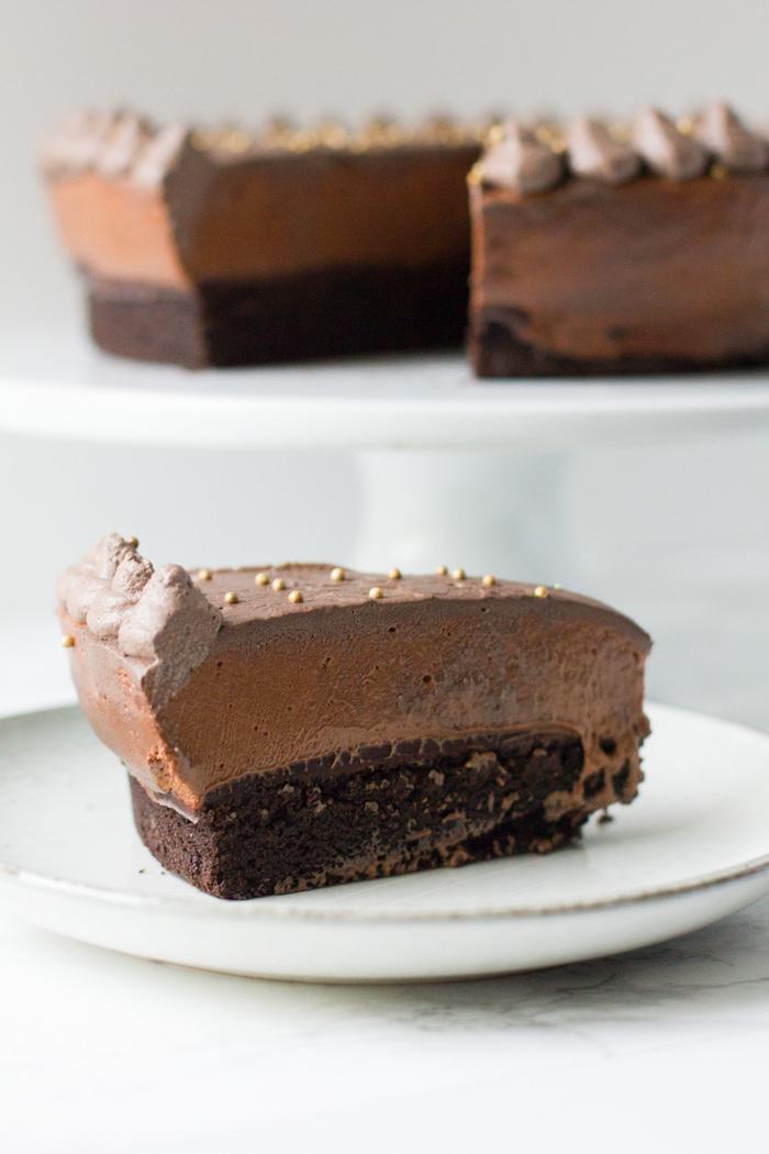 gateau au chocolat moelleux et fondant à la mousse de baileys avec glaçage au chocolat