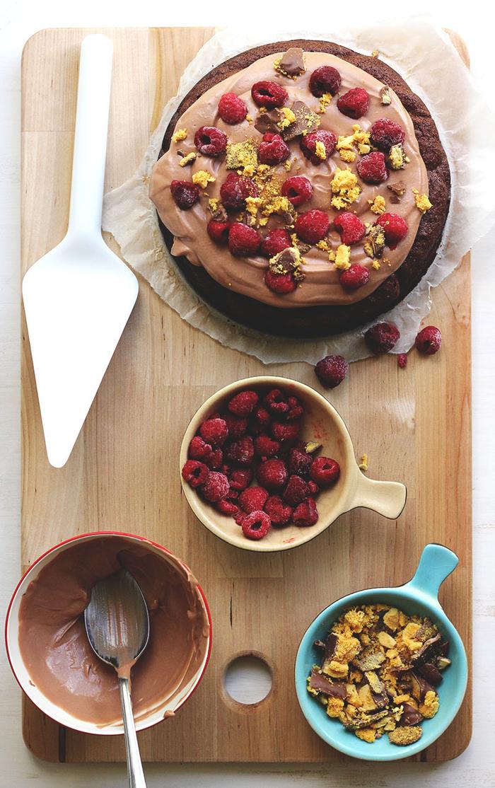 recettes pour gateaux au chocolat originaux sans farine, un moelleux délicieux sans farine à la mousse de nutella, aux framboises et au miel