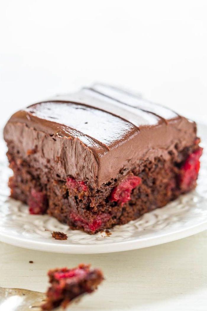 recette gateau au chocolat moelleux, gâteau triple chocolat aux cerises