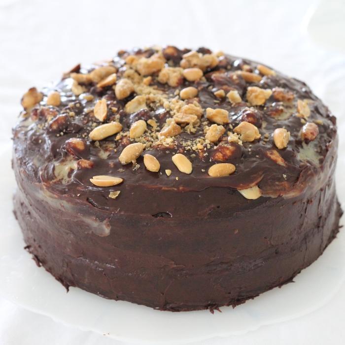 recette originale de gateau d'anniversaire au chocolat et à la crème dulce de leche façon snickers