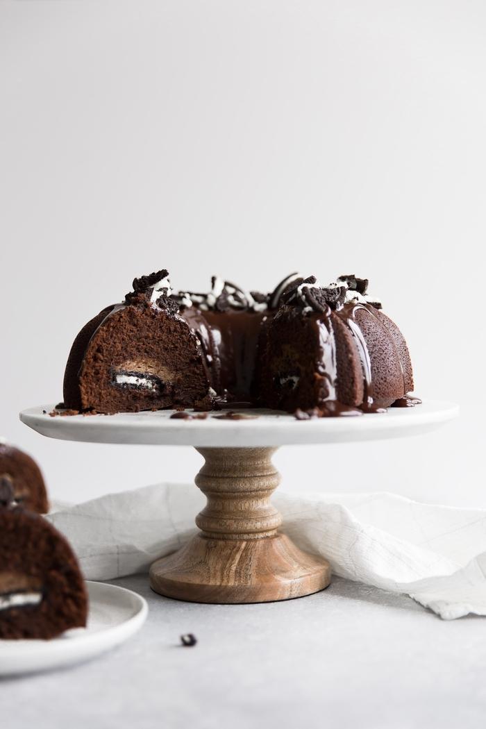 recette gateau au chocolat moelleux bundt cake fourré de crème au café, fromage à la crème et biscuits oreo
