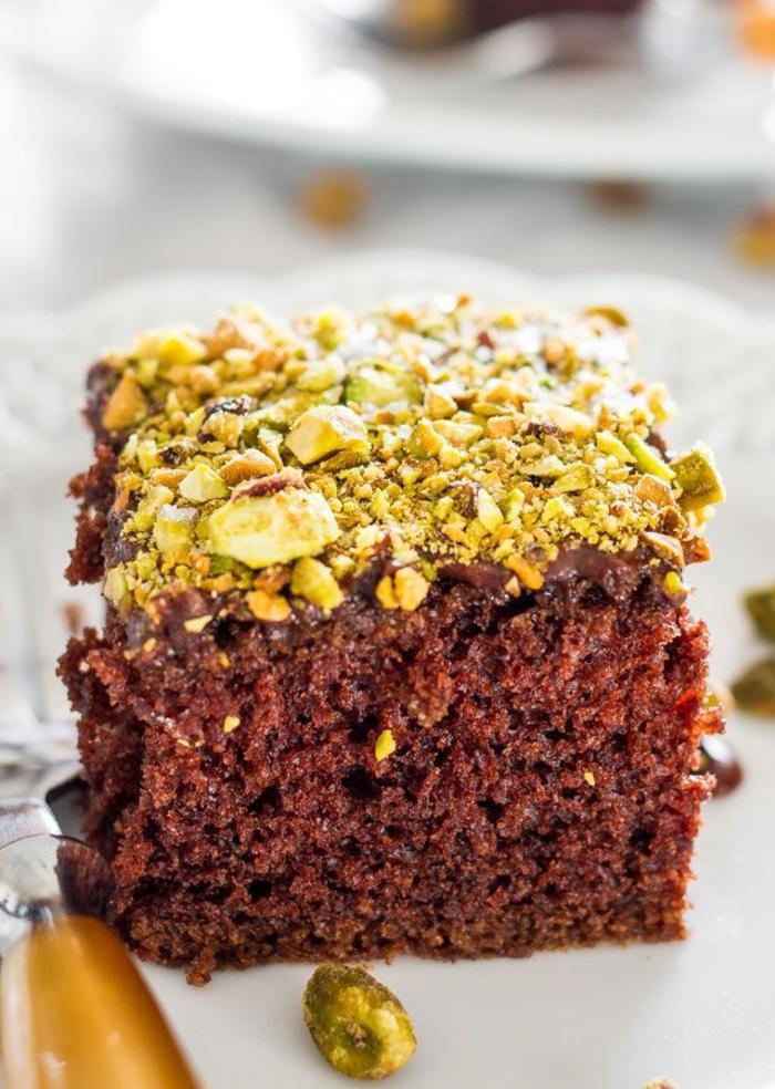 recette de gâteau au chocolat facile aux pistaches, gâteau plaque au chocolat