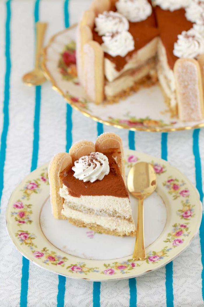 recette facile et rapide pour un gateau saint valentin préparé sans cuisson façon un gâteau tiramisu