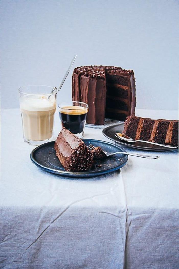 recette de gateau d'anniversaire au chocolat et au café espresso, layer cake chocolaté parfumé au café