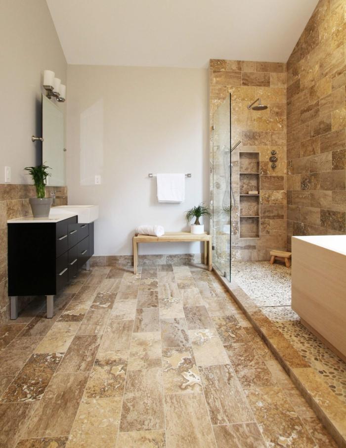 pierre travertin, banquette en bois, meuble de salle de bain noir, rangement mural