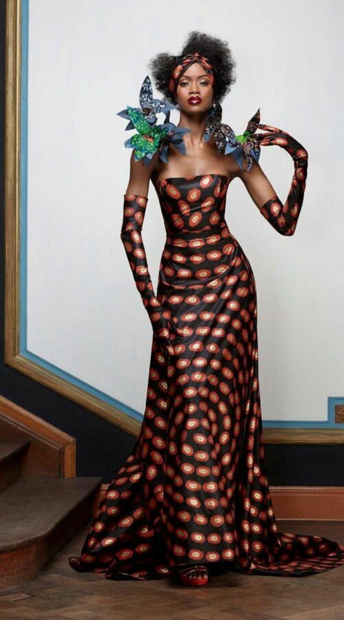 modèle de robe avec bustier et aux épaules nues, gants longs, avec des motifs en cercles oranges et blancs, mode africaine
