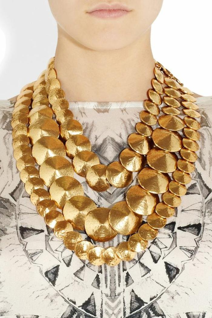 collier massif couleur or, grands et petits ronds, avec des petits sommets, 3 tours autour du cou, soirée chic et choc