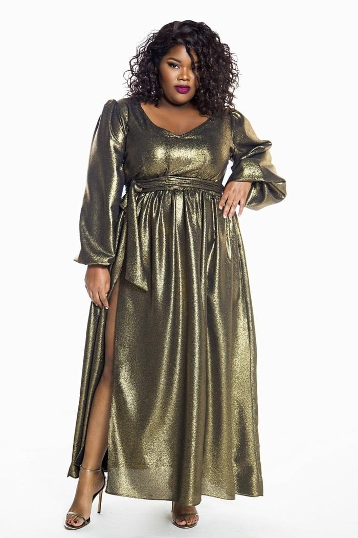 robe pour ronde avec du ventre, couleur bronze, tissu lamé, fente profonde latérale sur la jambe droite, décolleté e V, manches bouffantes longues