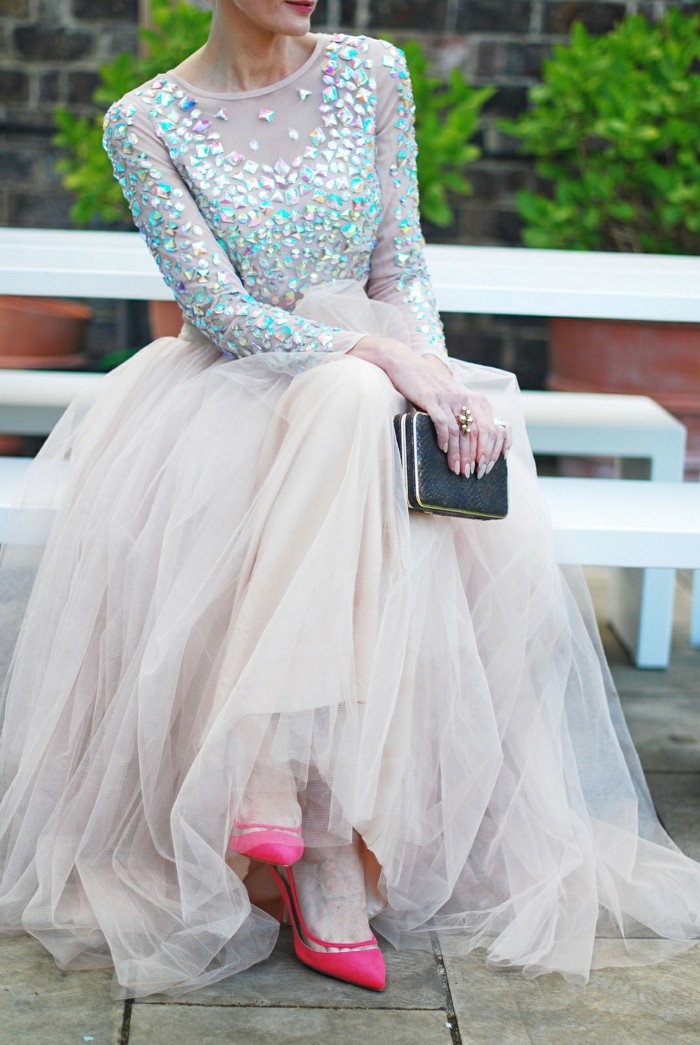 Mariage invitée tenue de soirée hiver femme stylée robe bal de promo