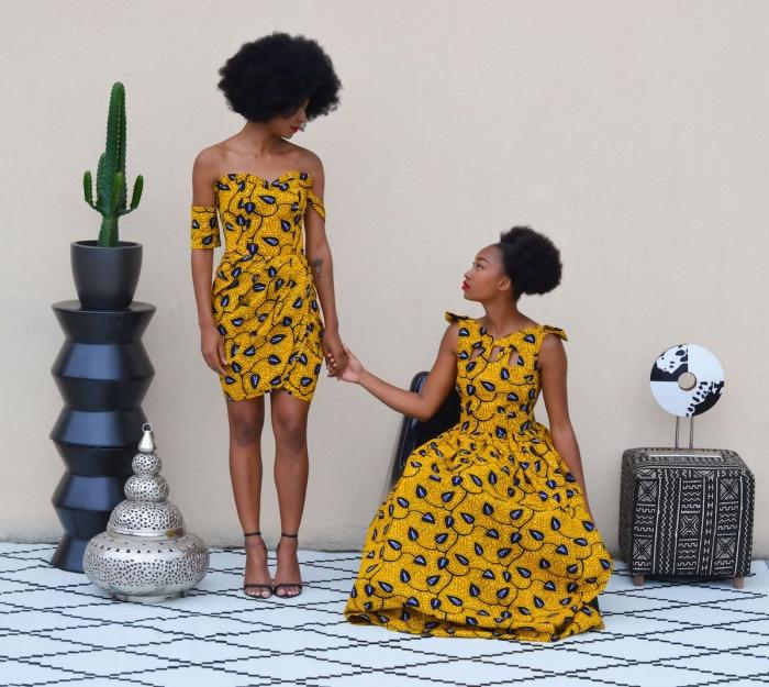 modèle de robe de style africain en tissu jaune aux motifs feuilles, robe courte à coupe asymétriques avec épaules dénudées