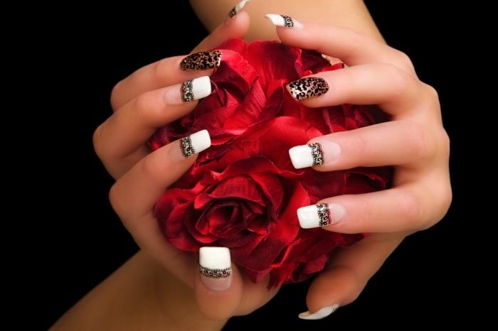 idée quelle couleur ongle choisir pour manucure de mariée, manucure française avec décoration dentelle noire