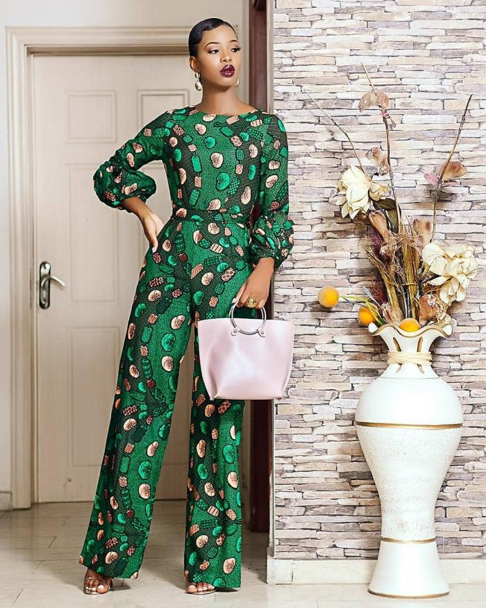 modèle de combinaison verte de style africain, idée style vestimentaire femme avec ensemble aux motifs ethniques