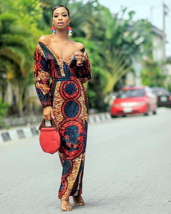 robe de soirée à design ethnique en noir et rouge, modèle vêtement femme en tissu africain, robe décolletée en V