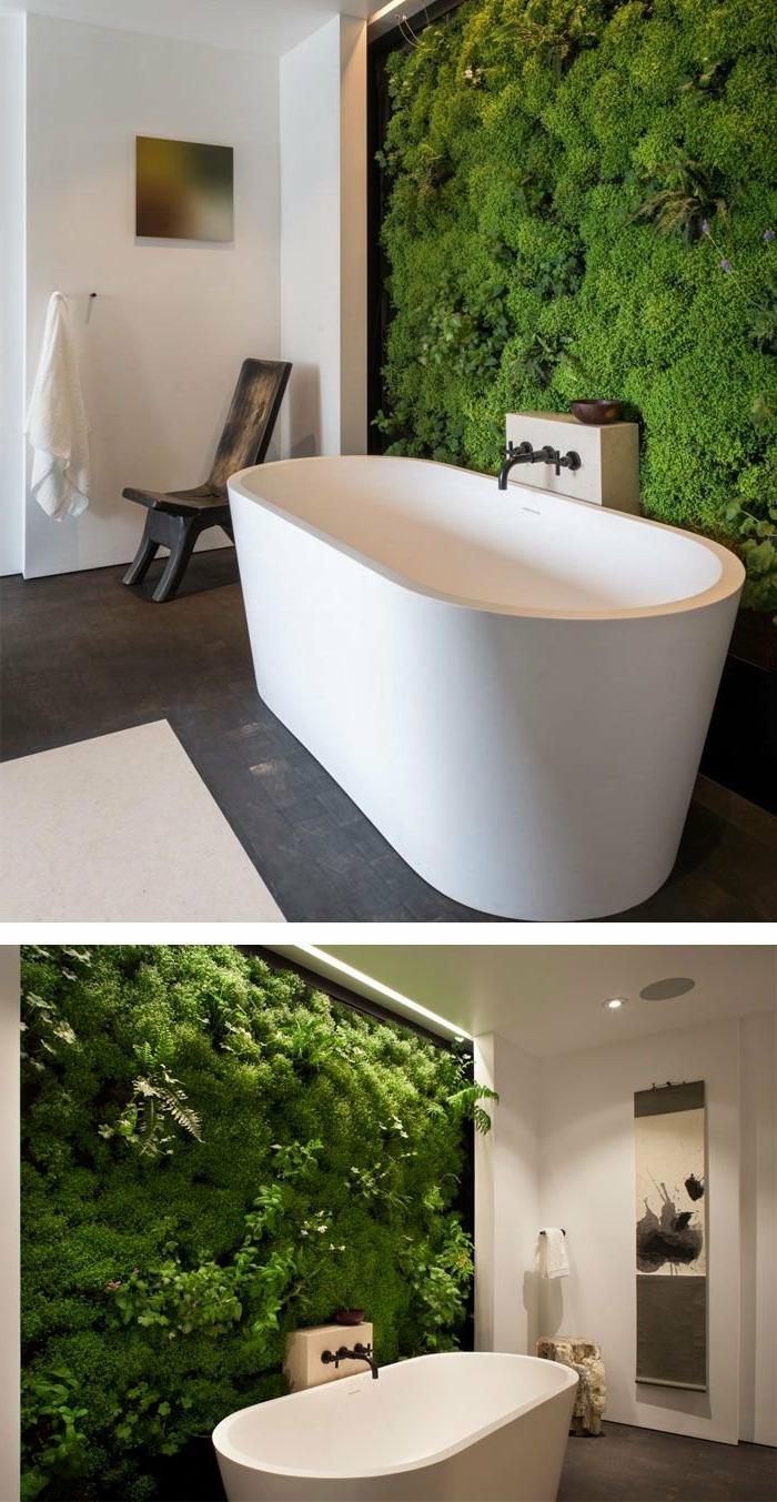 mur en mousse verte, baignoire blanche, salle de bain style simple minimaliste