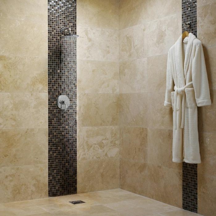 cabine de douche pour la salle de bain, habillage mural en travertin