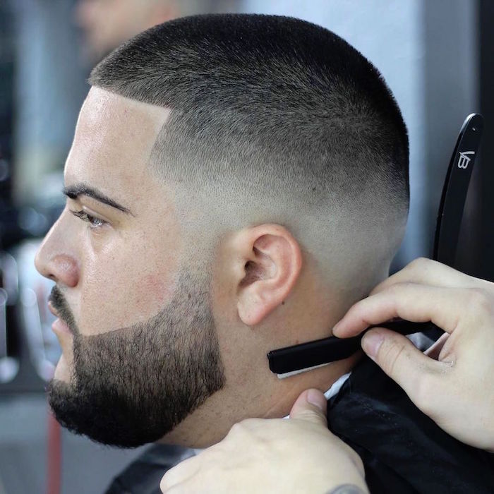 crane rasé barbe de trois jours dégradé style rasoir