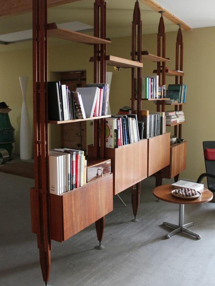 meuble de rangement séparateur, étagère de séparation, bibliothèque, espace divisé et organisé en manière élégante, ambiance intellectuelle