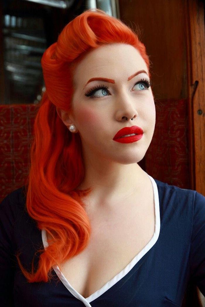 coloration cheveux roux orange retro pour style pin up 50 avec frange roulée