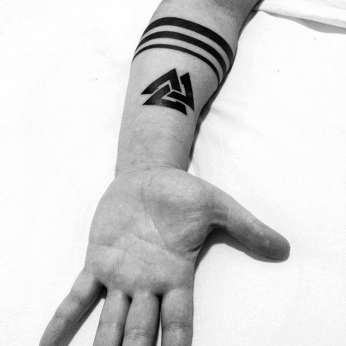 Boussole viking idée tatouage homme ou petit tattoo femme