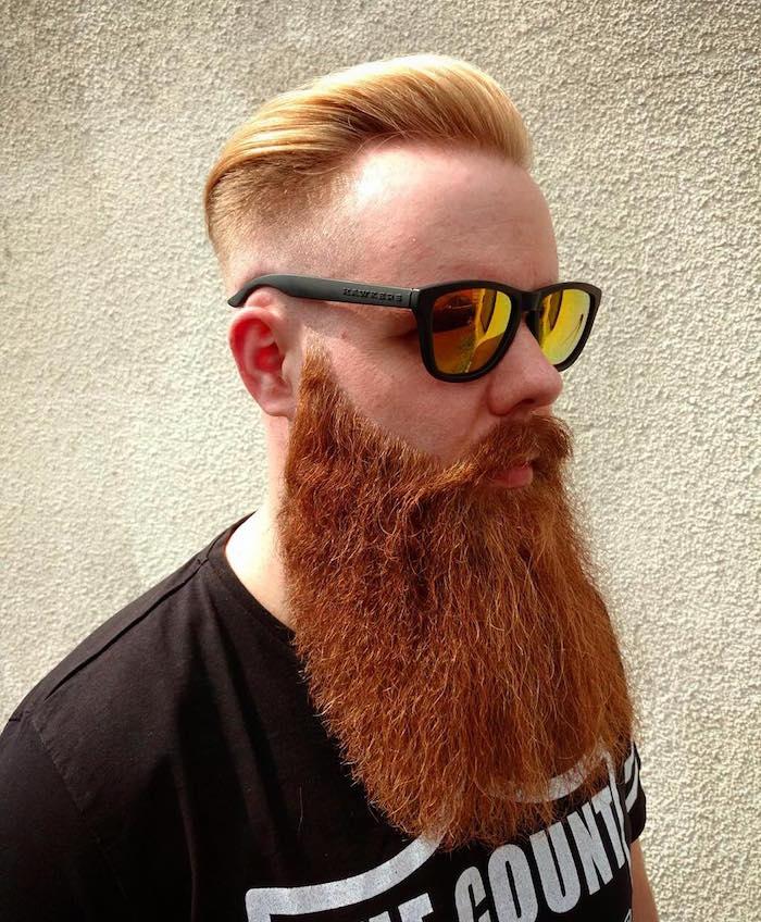 grosse barbe bien taillée rousse et Coupe de cheveux en arrière homme