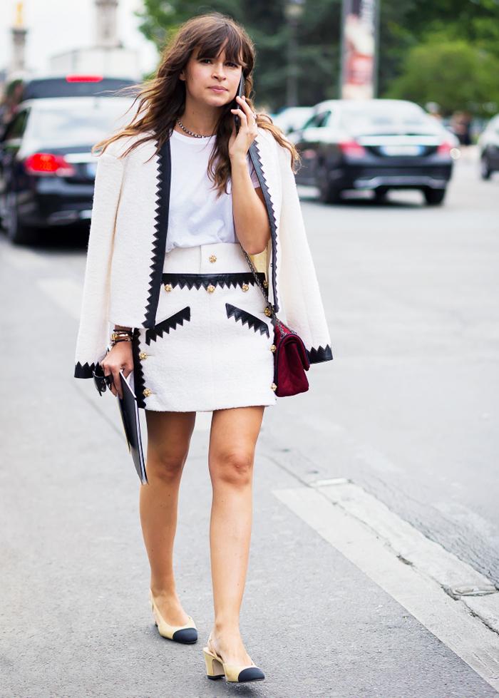 vision chic et féminine en tailleur jupe femme noir et blanc agrémenté d'accents en cuir