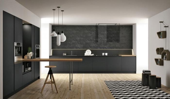 cuisine aménagée, modèle de cuisine ouverte avec plancher en bois clair et plafond blanc avec lampes suspendues blanches