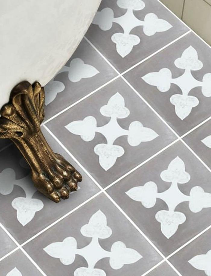 carreaux en gris et blanc, tapis vinyle carreaux de ciment, piètement original en fer