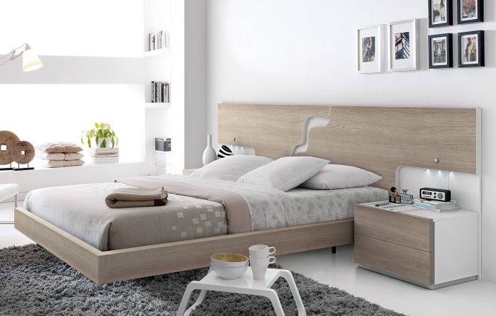 association couleur beige avec le blanc et les nuances neutres pour aménager la chambre à coucher, rangement verticale pour livres