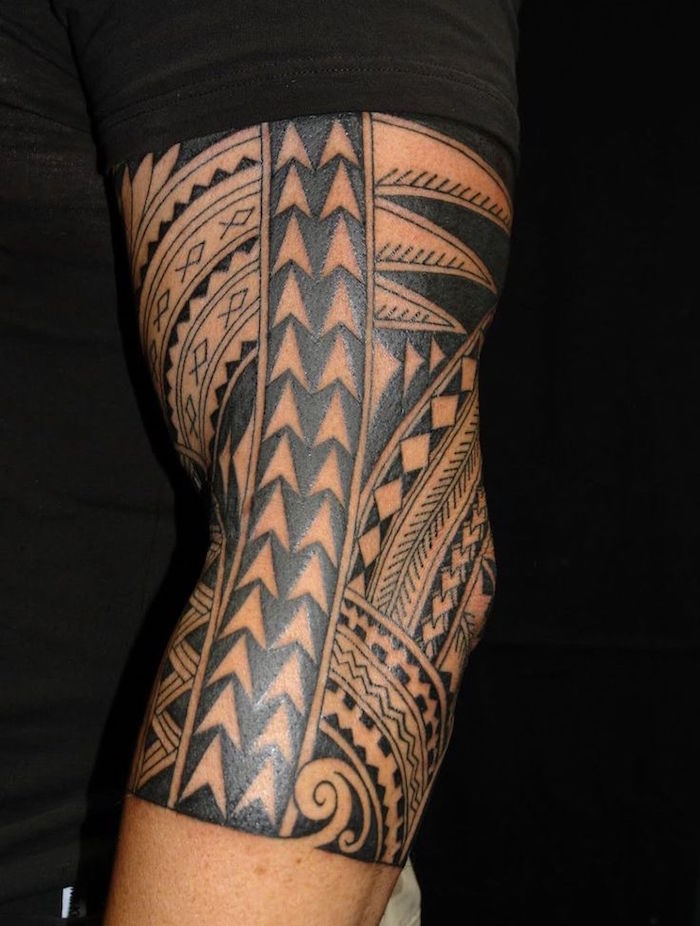 tatouage traditionnel tribal polynésien culture maorie
